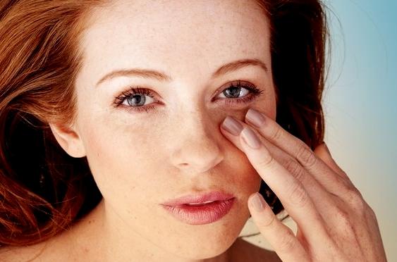 массирование глаз помогает бороться с отеками