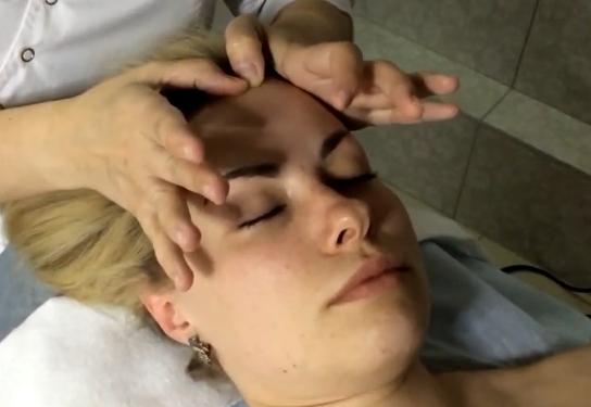 миофасциальный массаж лица помогает вернуть четкость контуров